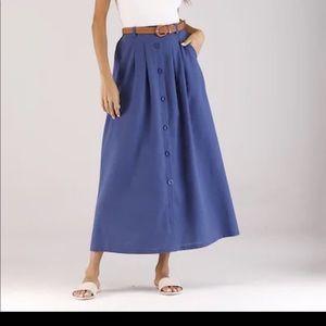 Cute peasant skirt and belt.